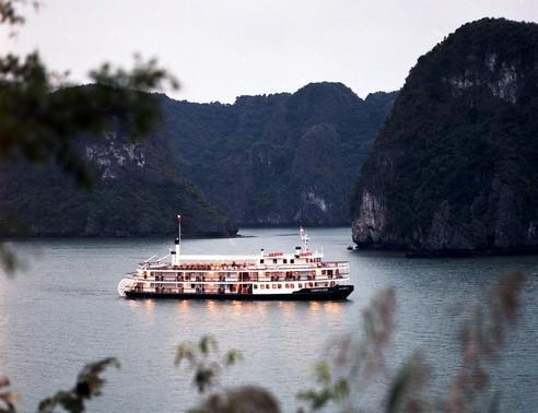 HALONG BAY  with Emeraude Cruise (2 days)